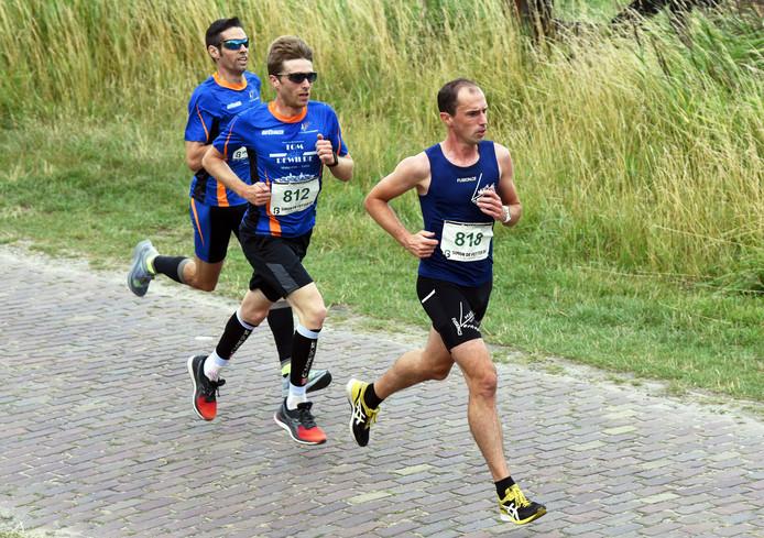 Mark Verhage (rechts) was ook in Zuidzande de sterkste.