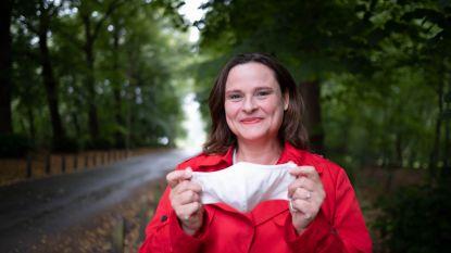 """""""Ga niet luider praten!"""": Spreekcoach geeft 10 tips om stemproblemen door mondmaskers te voorkomen"""
