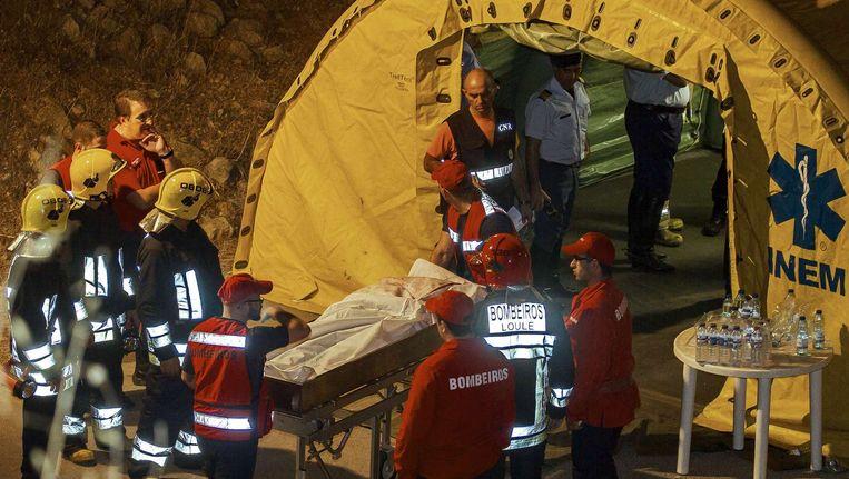 Hulpdiensten aan het werk in Portugal Beeld EPA