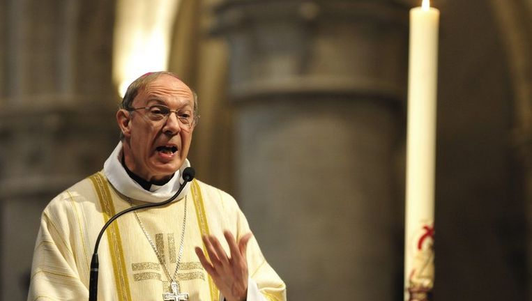 Aartsbisschop André Léonard stapte voorop in de Sacramentsprocessie.