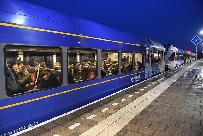 De oude dieseltreinen blijven langer rondrijden op de Maaslijn en de elektrische treinstellen staan stil.
