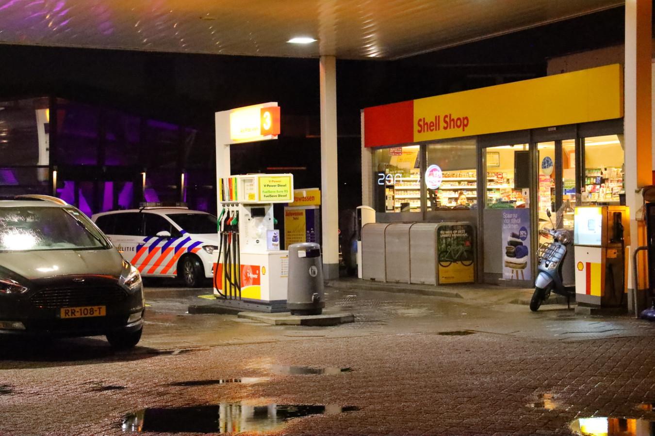 Politie bij de Shell aan de Aalsterweg in Eindhoven.