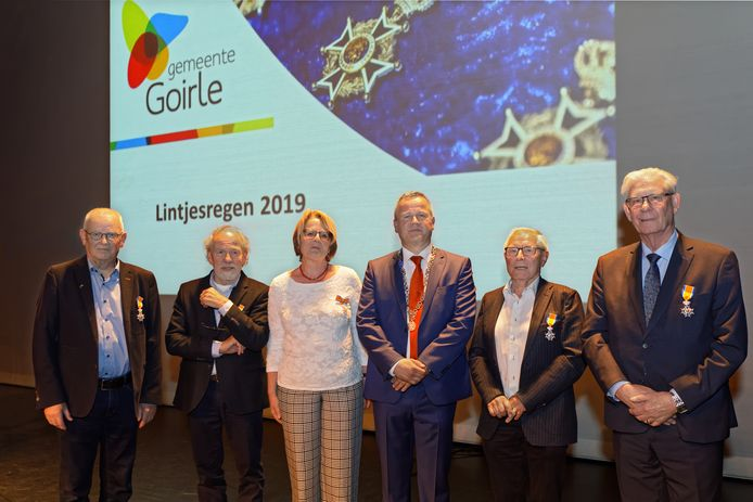 v.l.n.r.: John Bekema, Dick Hartveld, Lucy Roodbol, burgemeester Mark van Stappershoef, Piet Colpaart en Theo van der Heijden.