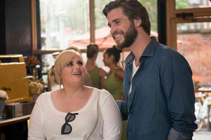 """Rebel Wilson et Liam Hemsworth dans le film sur Netflix """"Isn't It Romantic."""""""