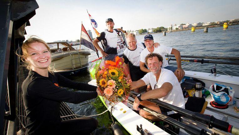 Het team komt aan in Amsterdam Beeld .