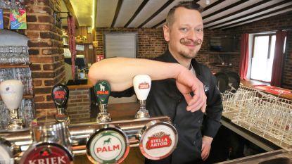 Jurgen De Schouwer serveert dagschotels in eetcafé Lamme Gisj