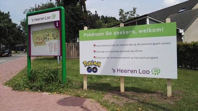 Het opmerkelijke welkom-bord bij de entree van Schuylenburg.