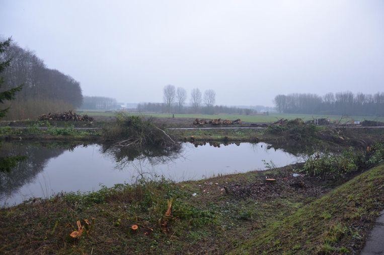 Het landschap van Sombeke Plage oogt kaal na het kappen van de bomen.