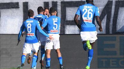 Herbeleef hoe Mertens Napoli de drie punten schonk met prachtige goal