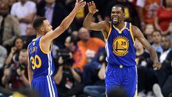 Golden State Warriors bindt sleutelspelers Curry en Durant langer aan zich