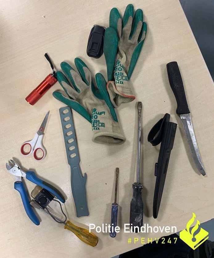 Een man in Eindhoven werd aangehouden met een mes en inbrekerswerktuigen op zak.