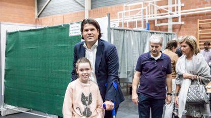 Limburgse gedeputeerde op krukken naar de stembus