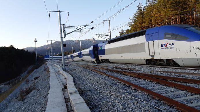 Alle tien treinstellen liepen uit de rails.