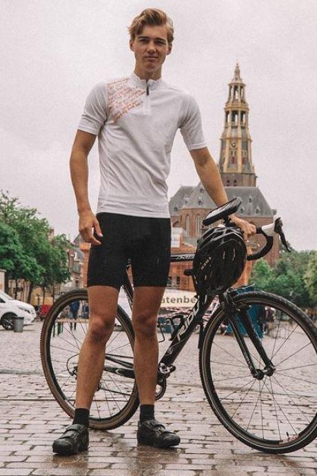 Jelle uit Wijhe fietst dwars door Europa: 'Je merkt wel verschil tussen Frankrijk en Spanje, met corona'