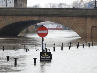 Overlast door watersnood en sneeuwval in Verenigd Koninkrijk
