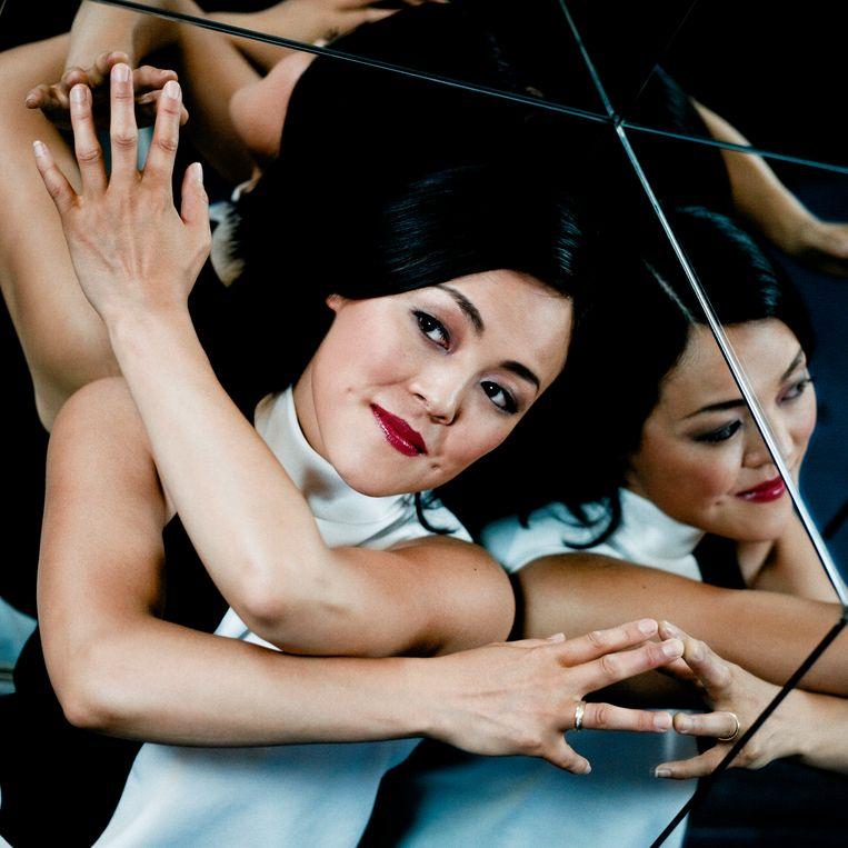 Harpiste Lavinia Meijer: 'De harp is breed inzetbaar. Daardoor heb ik op de meest waanzinnige locaties kunnen spelen.' Beeld Corbino