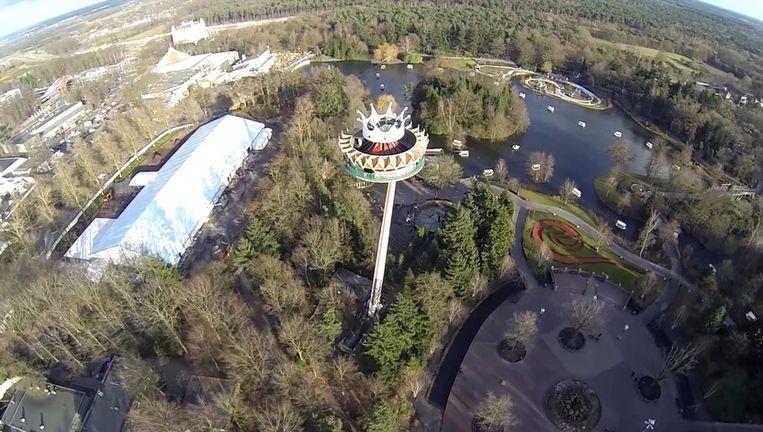 Beeld uit het filmpje 'Efteling vanuit de lucht'. Beeld Youtube