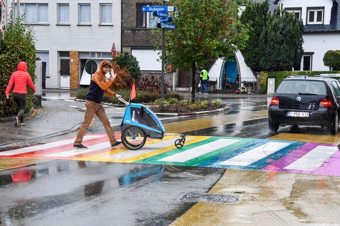 Voorbeeld van een regenboogzebrapad.