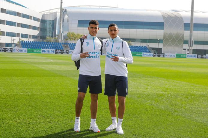 Zakaria Aboukhlal en Mohammed Ihattaren tijdens het trainingskamp van PSV in Doha.