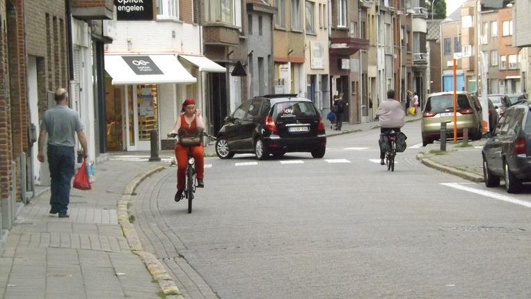 De Antwerpsestraat, het 'zwartste punt' van Niel, is een smalle straat zonder fietspaden.