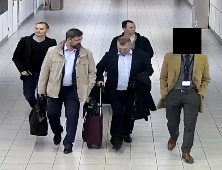 De Russische hackers komen aan op Schiphol.  Beeld null
