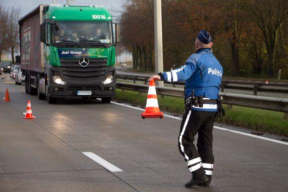 Beeld ter illustratie. De politie controleerde voertuigen die gevaarlijke goederen transporteerden.