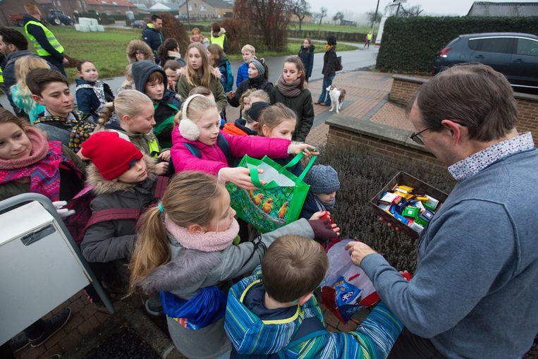 In Romershoven wordt de traditie van het 'heilen' bij oud op nieuw in ere gehouden. Kinderen gaan zingen en krijgen snoep.