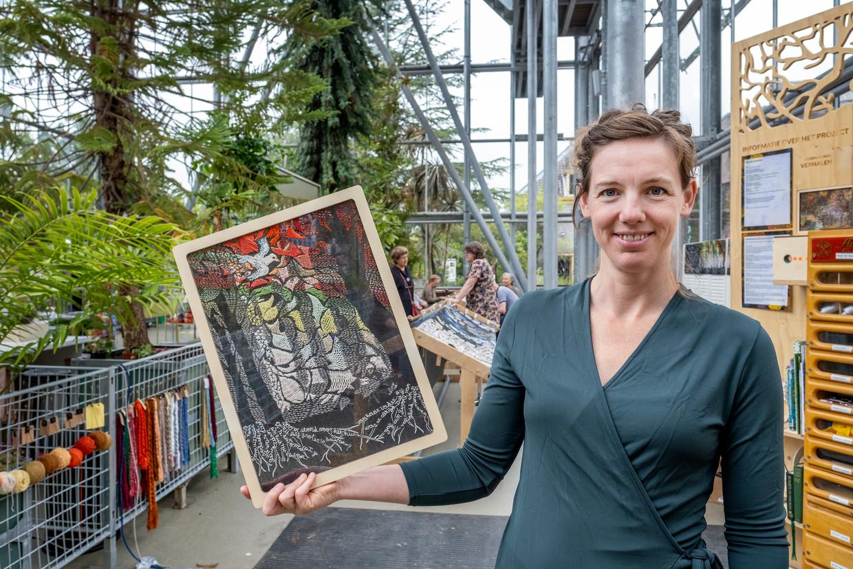 Al bordurend aan 30 meter lang kunstproject onder artistieke leiding van Sara Vrugt kunnen mensen uitdrukking geven aan hun ervaringen met de natuur. Uiteindelijke doel is dmv geld inzamelen 100 duizend bomen te kunnen betalen.