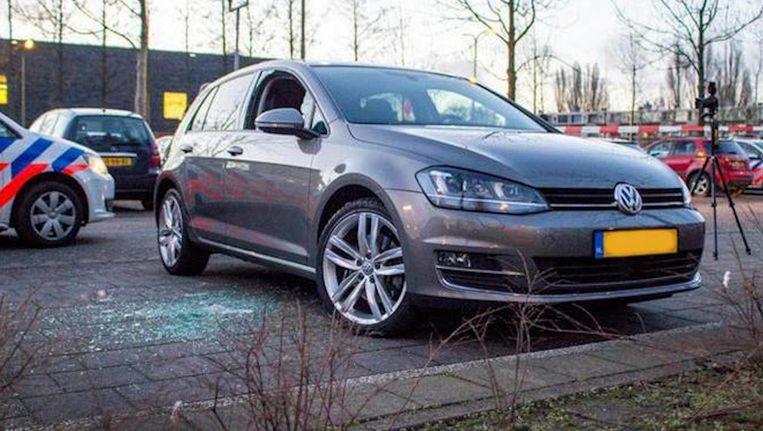 De auto in Amstelveen waaruit de man werd getrokken en meegenomen. Beeld anp