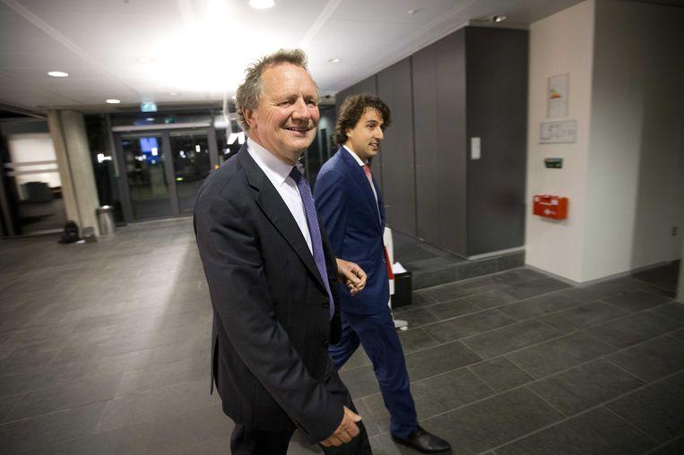 Bram Ojik en Jesse Klaver komen van GroenLinks aan voor het overleg. Beeld ANP