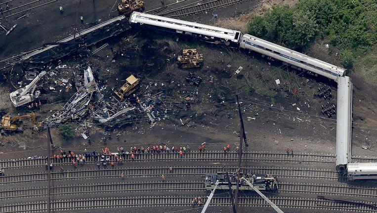 Het wrak van de woensdag gecrashte Amtrak-trein.