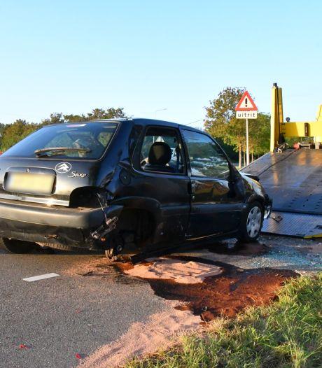 Auto zwaar beschadigd, bestuurder lichtgewond