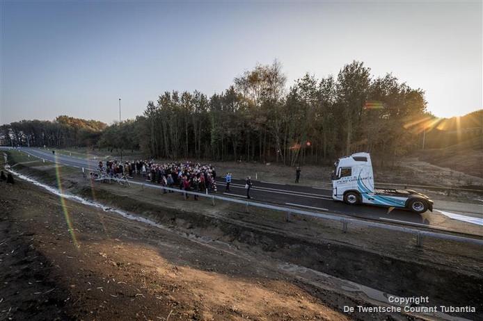 De officiële opening van de Zuidelijke Randweg in Borne. GroenLinks vreest dat de uitstoot van fijnstof alleen maar erger is geworden.