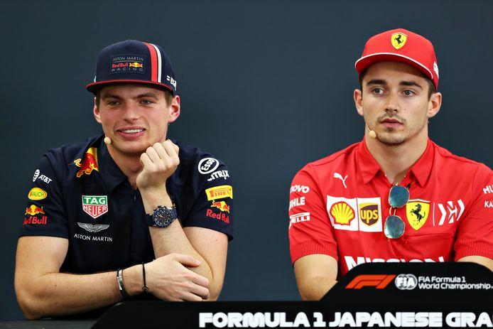 Max Verstappen met Charles Leclerc tijdens de persconferentie voor de GP van Japan.