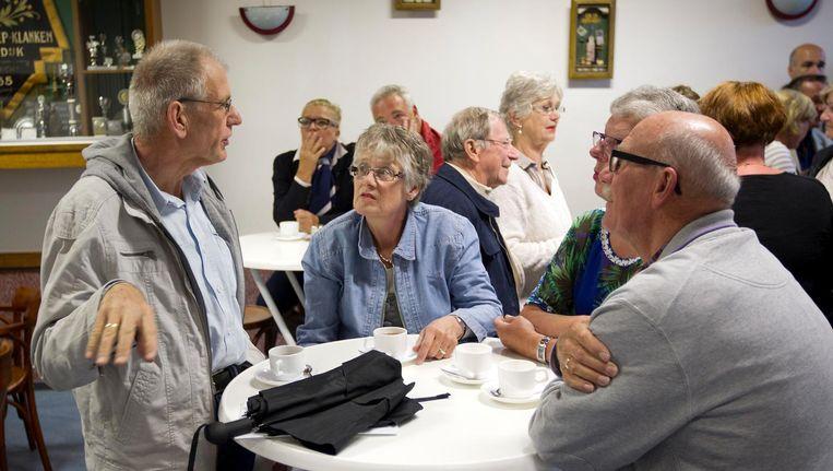 Bewoners van Moerdijk voorafgaand aan een informatieavond over de toekomst van het dorp. Beeld anp