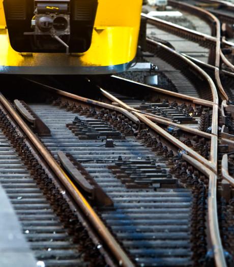 Spoor verzakt door droogte, trein kan niet meer voluit bij Culemborg