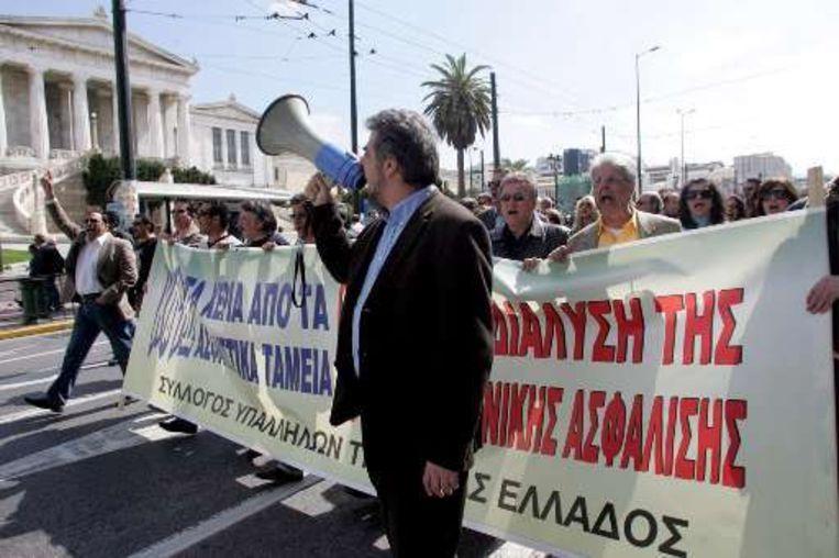 Werknemers van de Centrale Bank in Griekenland staken tegen de hervormingen.