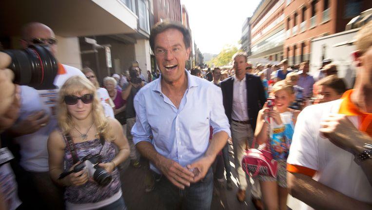 Mark Rutte bezoekt de markt in Dordrecht tijdens de campagne voor de Tweede Kamerverkiezingen van 12 september. Beeld anp