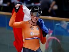 Kirsten Wild uit Almelo sprint van kop af naar wereldtitel op scratch