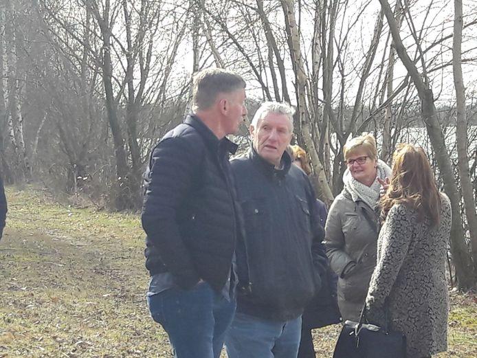 Jan Hölskens in gesprek met politiechef Ton van Loon (links).