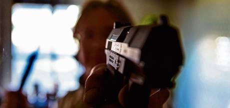 Twintigers in Tilburg opgepakt met zakje xtc-pillen en alarmpistool