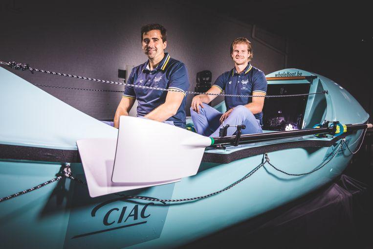 Roeiers Bernard en Damien Van Durme met hun boot waarmee ze de Atlantische oceaan  oversteken.