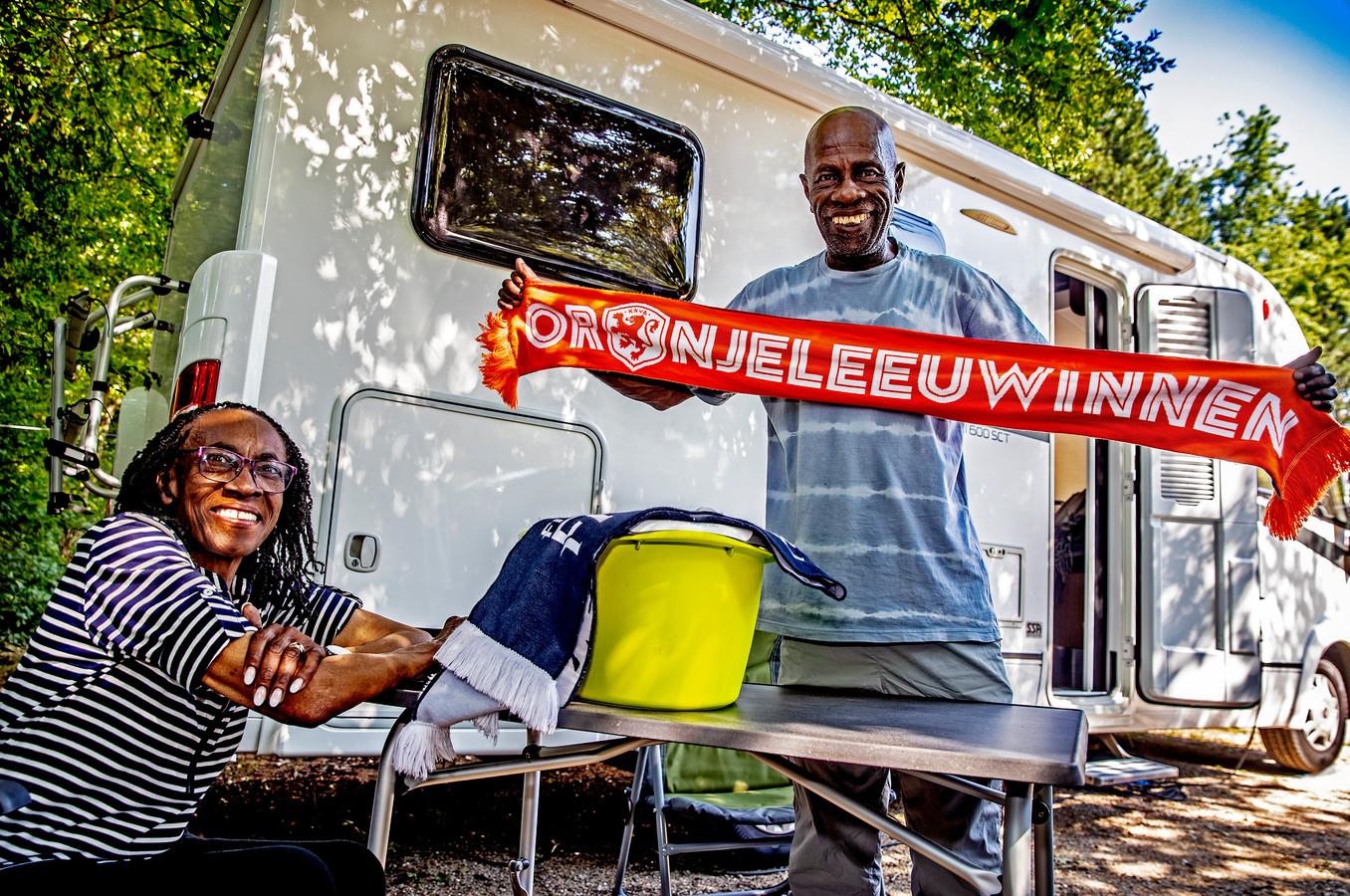 Op de camping ten noorden van Lyon, waar Linda (66) met haar man Kenneth (70) in een gehuurde camper zijn neergestreken.