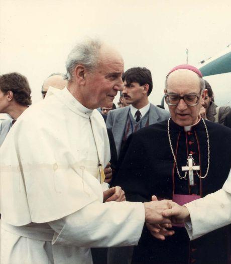 Toen de paus in Veldhoven landde: 'Wie van de twee is nu de echte paus?'