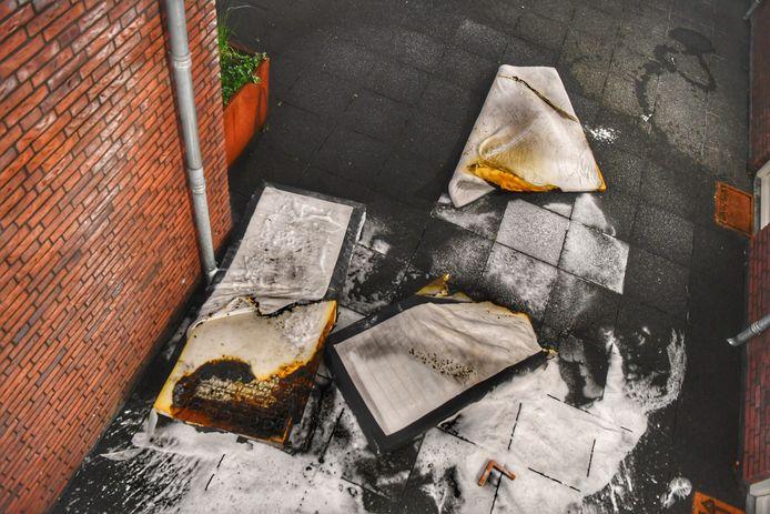 Een matras vatte vlam in Bladel.