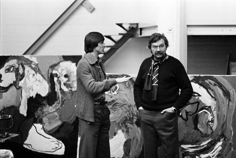 Johan Cruijff op bezoek bij Karel Appel in zijn atelier in Parijs. Nico Koster: 'Allebei echt Amsterdamse jongens.' Beeld Nico Koster