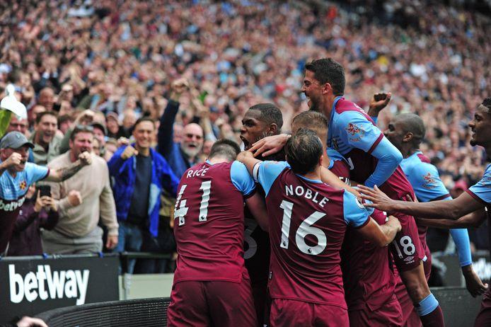 Feest bij West Ham na de 2-0 van Cresswell.