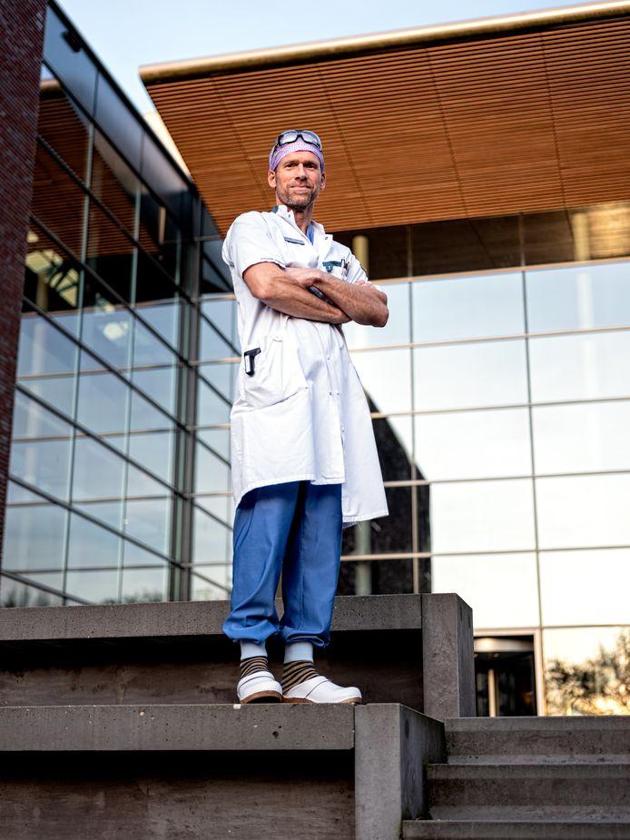 Chirurg Pim Welvaart voor het Meander Medisch Centrum in Amersfoort.