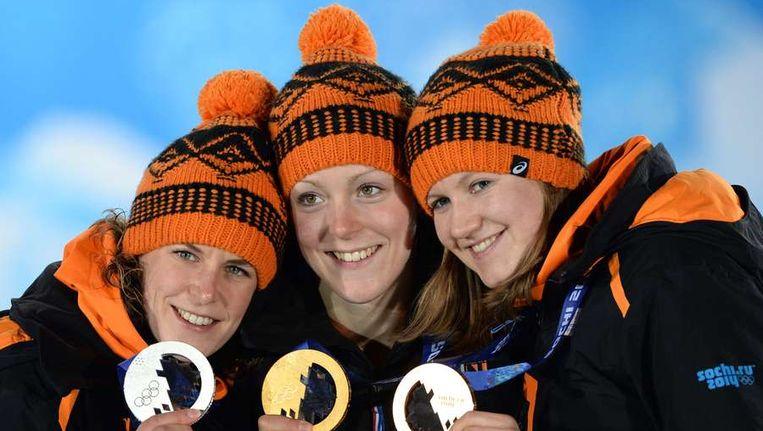Ireen Wüst (links), Jorien ter Mors en Lotte van Beek (rechts) Beeld afp