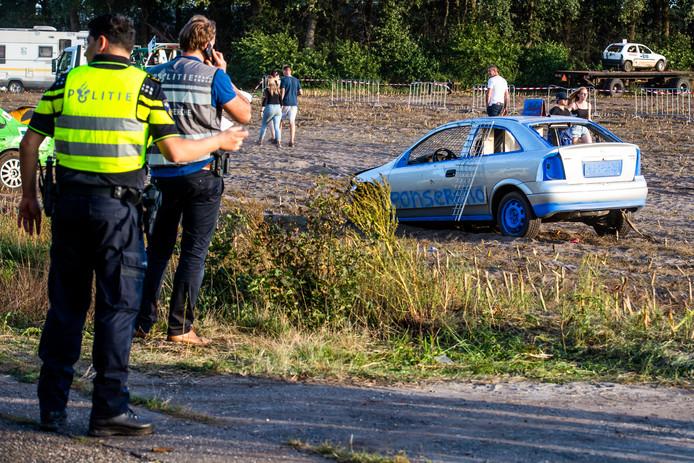 De tot crosswagen omgebouwde Opel die na het afgelasten van de laatste ronde van de Kempen cross in Leende september vorig jaar opeens op het publiek inreed.